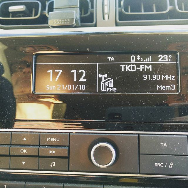 23 degrees at gone 5pm in January#autohash #Torrevieja #Spain #d #wireless #technology #tech #techie #geek #techy #knob #display #sound #stereo #audio #intensity #illustration #dial #modern #music #bestsong - from Instagram