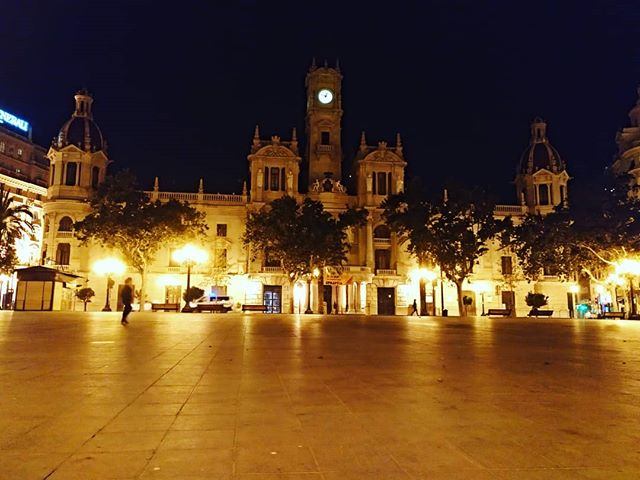 #autohash #València #Spain #ComunidadValenciana #architecture #city #travel #traveling #visiting #instatravel #instago #building #dusk #illuminated #evening #church #religion #cathedral #tourism #light #street #outdoors #cityscape #urban #square #sky #tourist - from Instagram