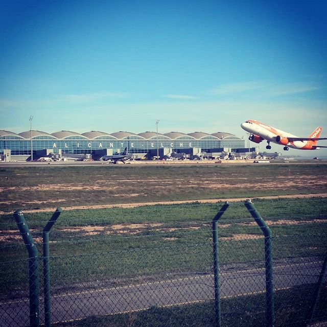 #easyjet #autohash #Elx #Spain #ComunidadValenciana #airplane #aircraft #airport #military #vehicle #flight #travel #traveling #visiting #instatravel #instago #jet #air #sky #landscape #takeoff #departure #flying #outdoors #aviate #daylight - from Instagram
