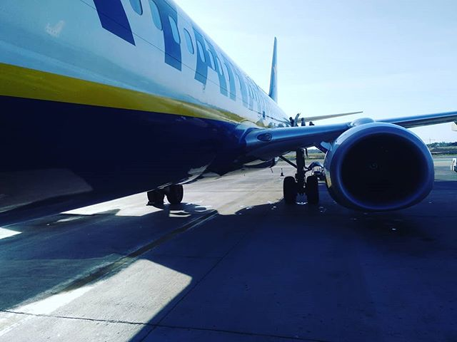 #ryanair #fr4006 #autohash #Elx #Spain #ComunidadValenciana #airplane #aircraft #vehicle #airport #travel #traveling #visiting #instatravel #instago #industry #tarmac #business #asphalt #military #jet #daylight #outdoors #arrival #stationary #air #engine - from Instagram