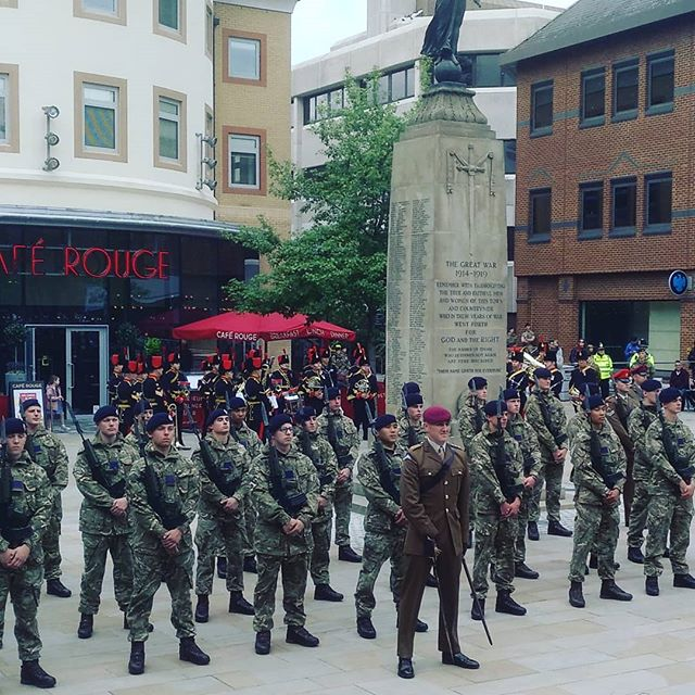 #autohash #UnitedKingdom #Woking #England #military #soldier #army #people #war #uniform #parade #group #weapon #gums #battle #ceremony #police #gun #guard #crowd #flag #veteran - from Instagram